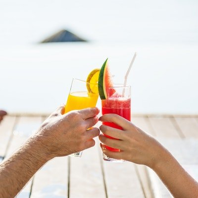15 Things to Remember For Your Resort Holiday - The Wise Traveller - Couple