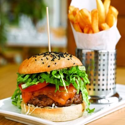 Easy Eating In Singapore - A Selection Of Singapores Best Eating - The Wise Traveller - Singapore - Food Diaries - Burger and fries