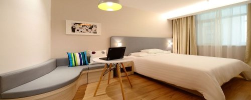 Jobs You Need to Have to Live in a Hotel - The Wise Traveller