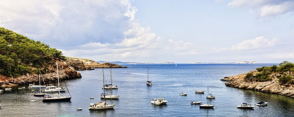 10 Best Destinations When You Are 25 - The Wise Traveller - Ibiza