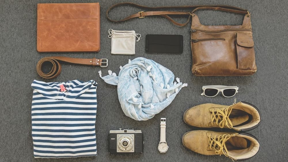6 Ways to Look Good While Traveling Light - The Wise Traveller - Travel things