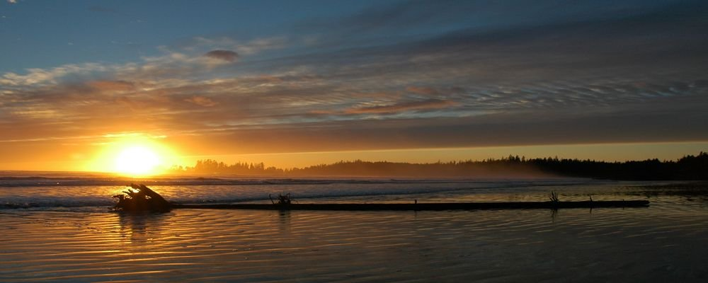 Best Beaches For Winter Surfing - The Wise Traveller - Tofino - British Columbia - Canada