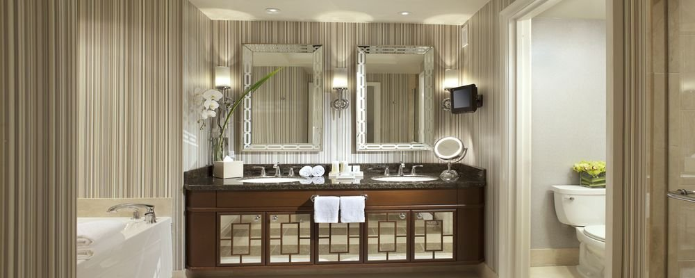 Hotel Review - Caesars Palace - Las Vegas - Nevada - USA - The Wise Traveller - Caesars Palace - Octavius Premium 2 Queen Room - Bathroom