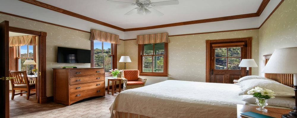 Hotel Review - Mohonk Resort - Mohonk Mountain - New York - The Wise Traveller - King Room and Terrace