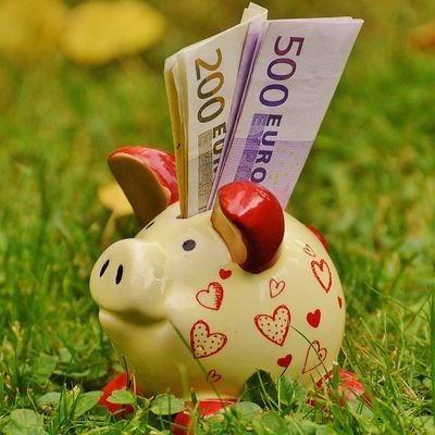 How to Budget for Travel - The Wise Traveller - Piggy bank
