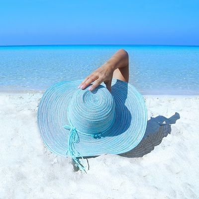 How to Keep Your Cool - Surviving Summer in Tropical Queensland - The Wise Traveller - Summer Hat