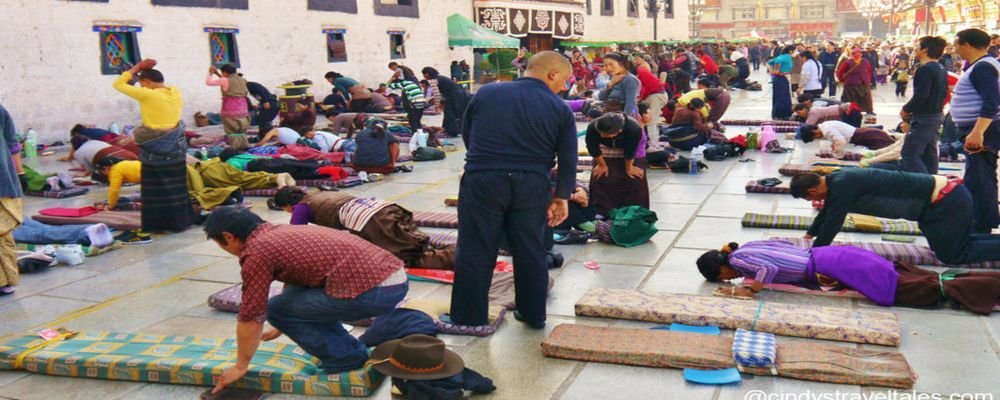My Journey with His Holiness the Dalai Lama - The Wise Traveller - Devout Pilgrims Prostrating at Jokhang Temple