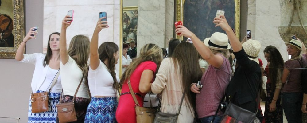 Pros and Cons of Charging for Photos at Tourist Destinations - Paying to Take photos - The Wise Traveller - Selfies