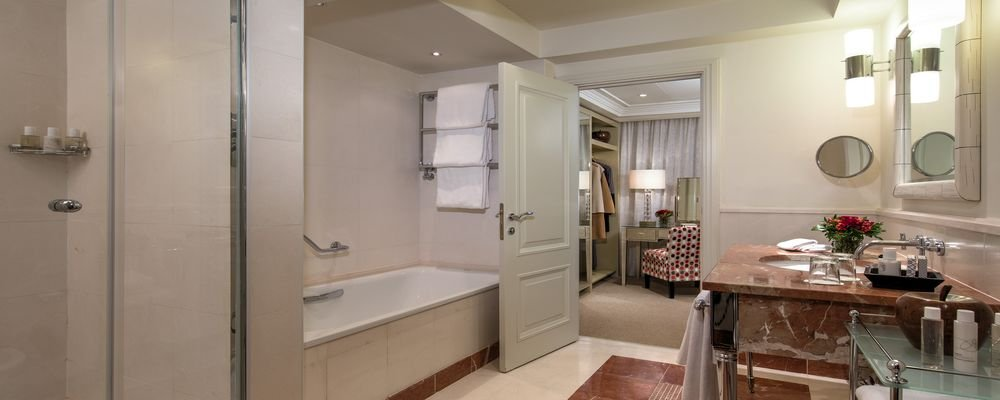 Review - Hotel Amigo - Brussels Grand Place - Belgium - The Wise Traveller - Hotel Amigo Guest Room Bathroom