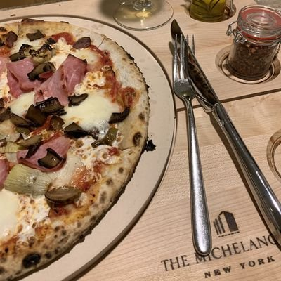 Review - The Michelangelo Hotel - Midtown Manhattan - NY - The Wise Traveller - Room Service Pizza