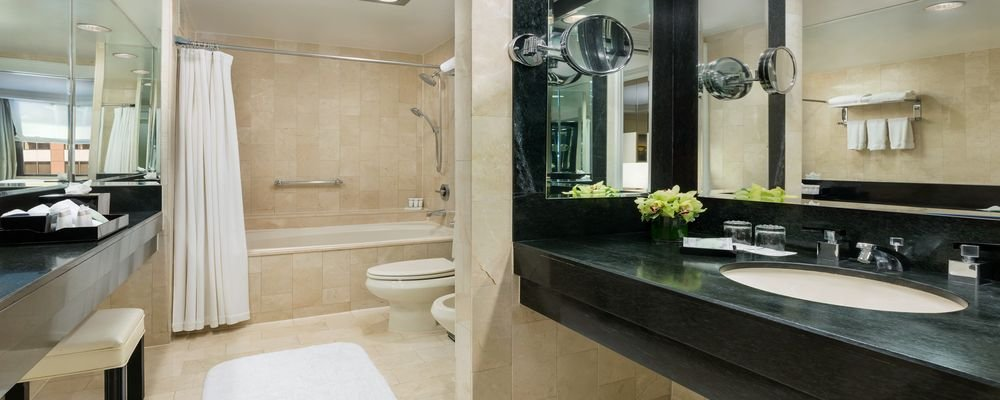 Review - The Michelangelo Hotel - Midtown Manhattan - NY - The Wise Traveller - The Michaelangelo Bathroom