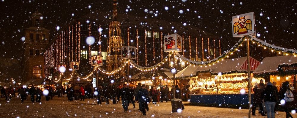 The Best Christmas Markets to Visit in Europe - The Wise Traveller - Snowflakes