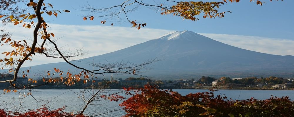 The Best Places to Visit for Fall Foliage - The Wise Traveller - Lake Kawaguchi - Japan