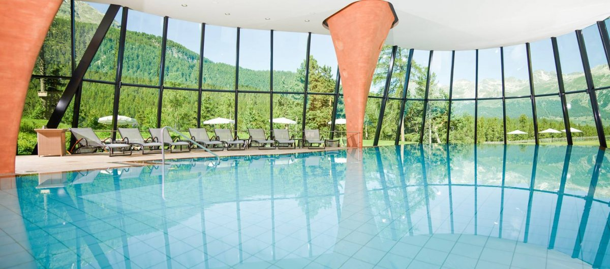 The World's 10 Best Hotel Swimming Pools - The Wise Traveller - Gran Hotel Kronenhof Pontresina Pool