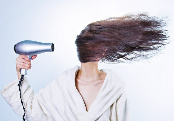 What NOT to Pack in Your Suitcase - Hair Dryer - The Wise Traveller