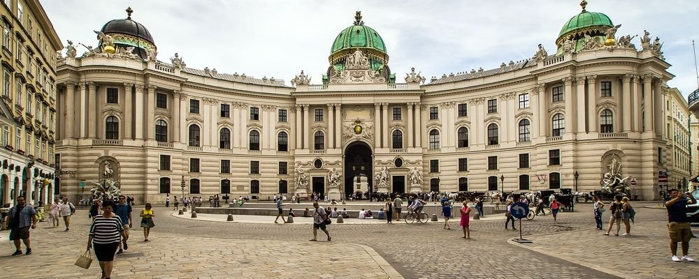 Where to Enjoy Vienna's Cafés, Chocolate and Culture - The Wise Traveller - Hofburg