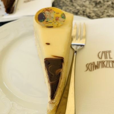 Where to Enjoy Vienna's Cafés, Chocolate and Culture - The Wise Traveller - Klimt cake